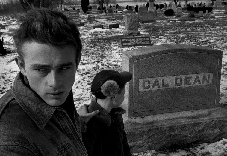 james-dean-visits-his-great-grandfathers-grave1