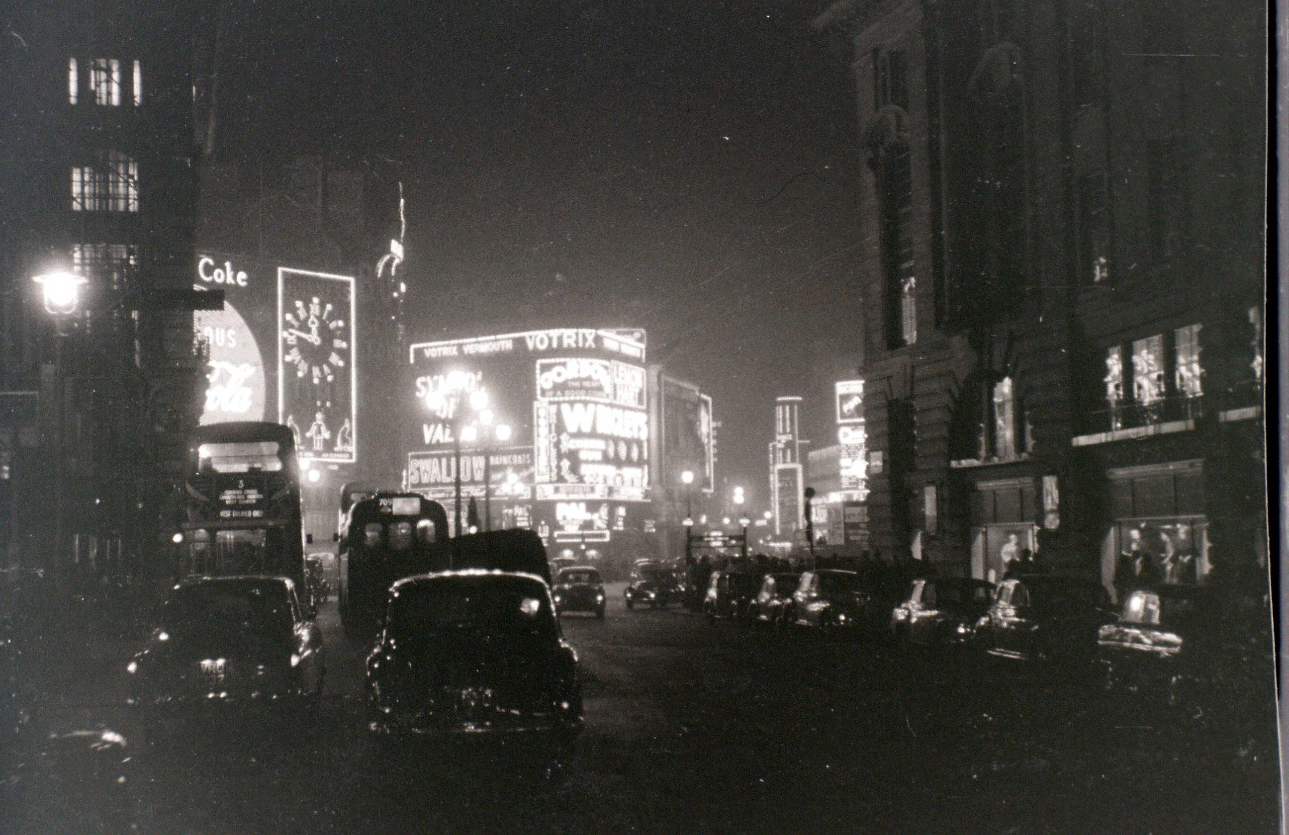 Piccadilly-Circus-London-5-November-1955-1